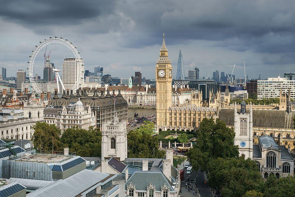 Obrazek posiada pusty atrybut alt; plik o nazwie Palace_of_Westminster_from_the_dome_on_Methodist_Central_Hall.jpg