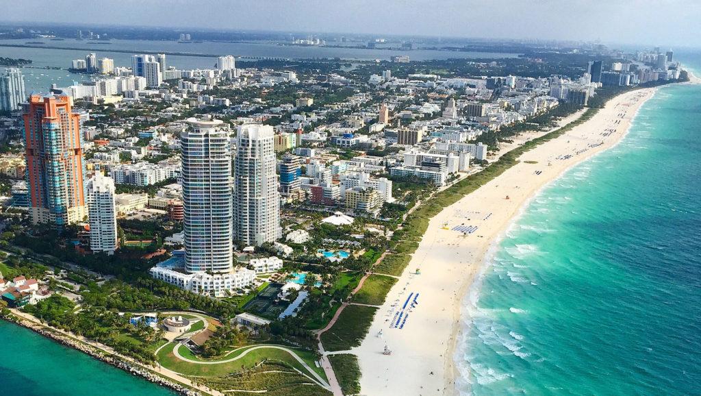 Obrazek posiada pusty atrybut alt; plik o nazwie south-beach-miami-from-nyonair-flight-in-may-c7ab85cd-1024x578.jpg